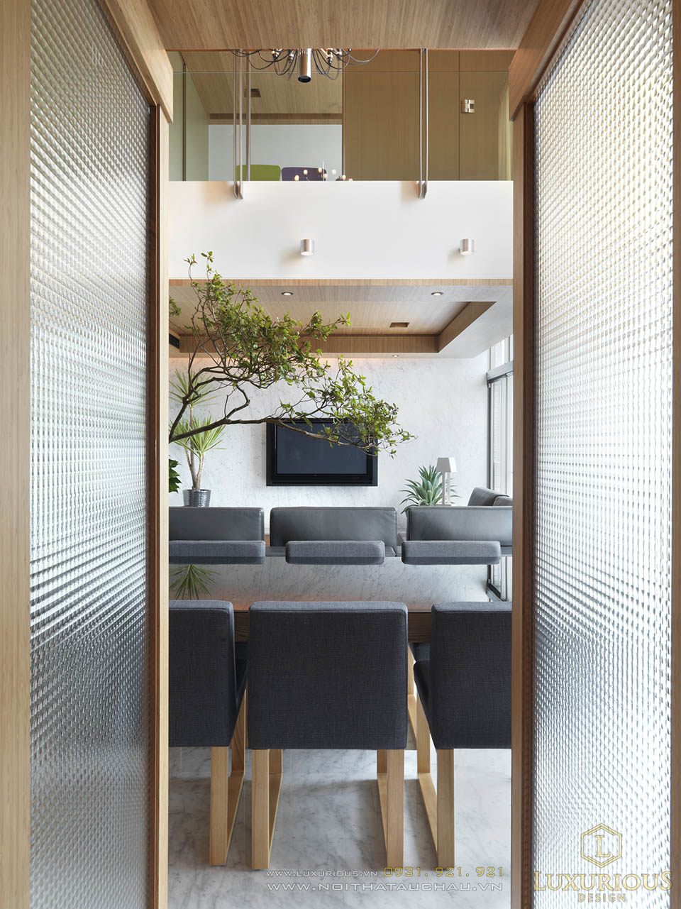 Thi công nội thất nhà phố 2 tầng 5x15m phòng khách hiện đại