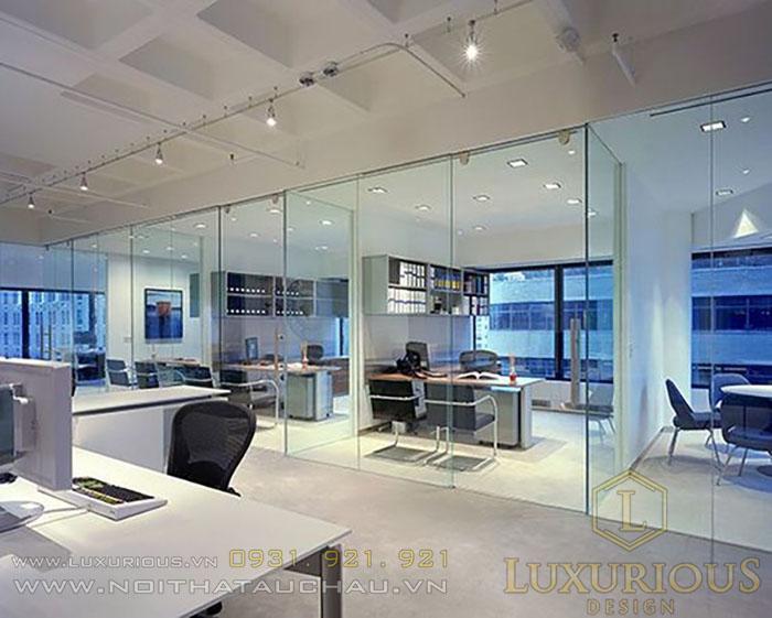 Thiết kế văn phòng tối giản vật liệu kính