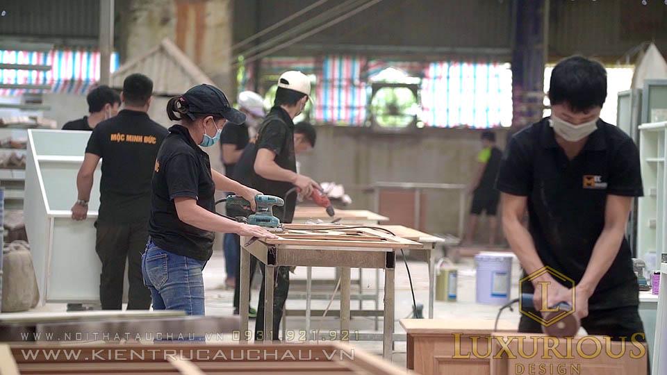 Bộ phận chà nhám bề mặt gỗ tại xưởng nội thất