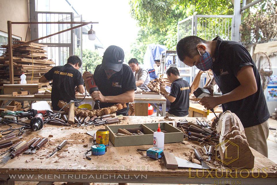 Đội ngũ thợ chạm khắc gỗ tại xưởng mộc minh đức