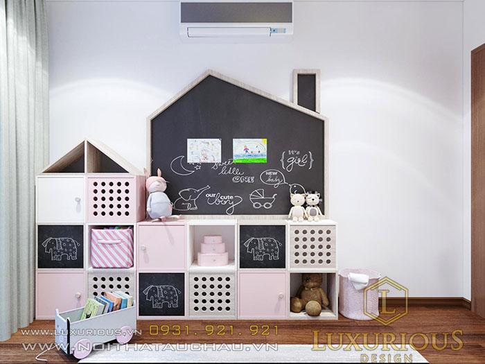 Phòng ngủ có tủ để đồ chơi cho bé