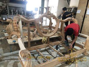 Gia công ghế sofa tân cổ điển tại nhà máy