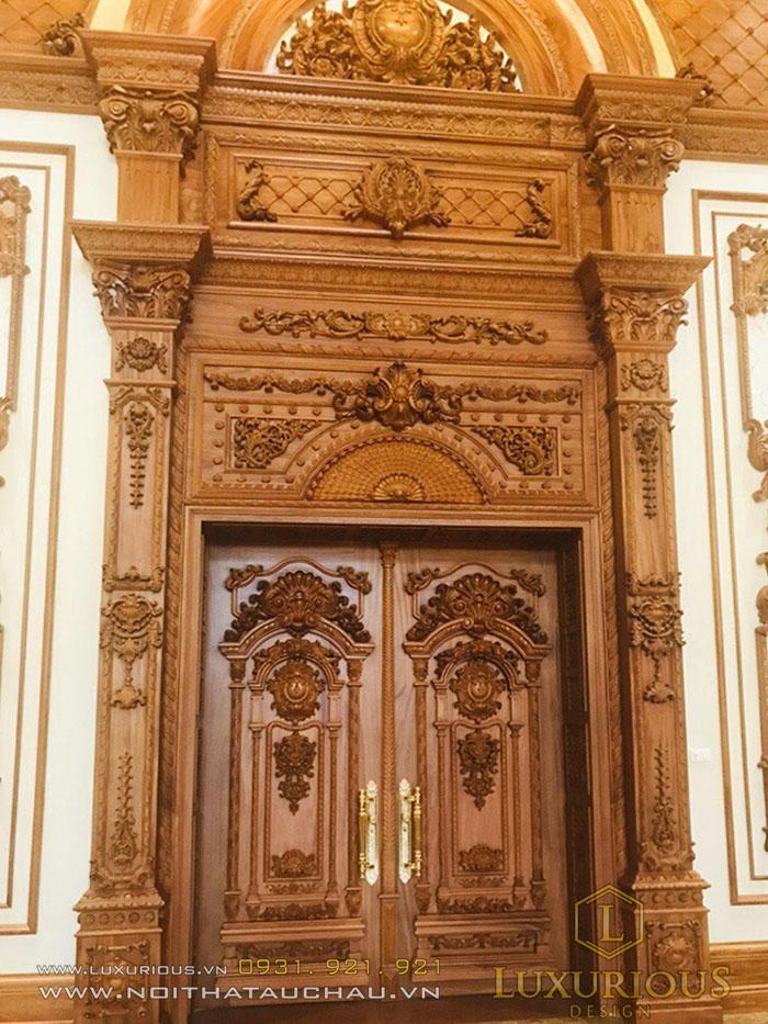 Cửa gỗ biệt thự cổ điển đẹp nhất 2020