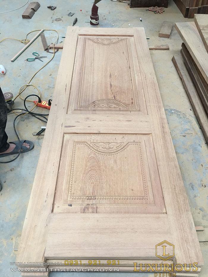 Cửa gỗ tự nhiên hiện đại