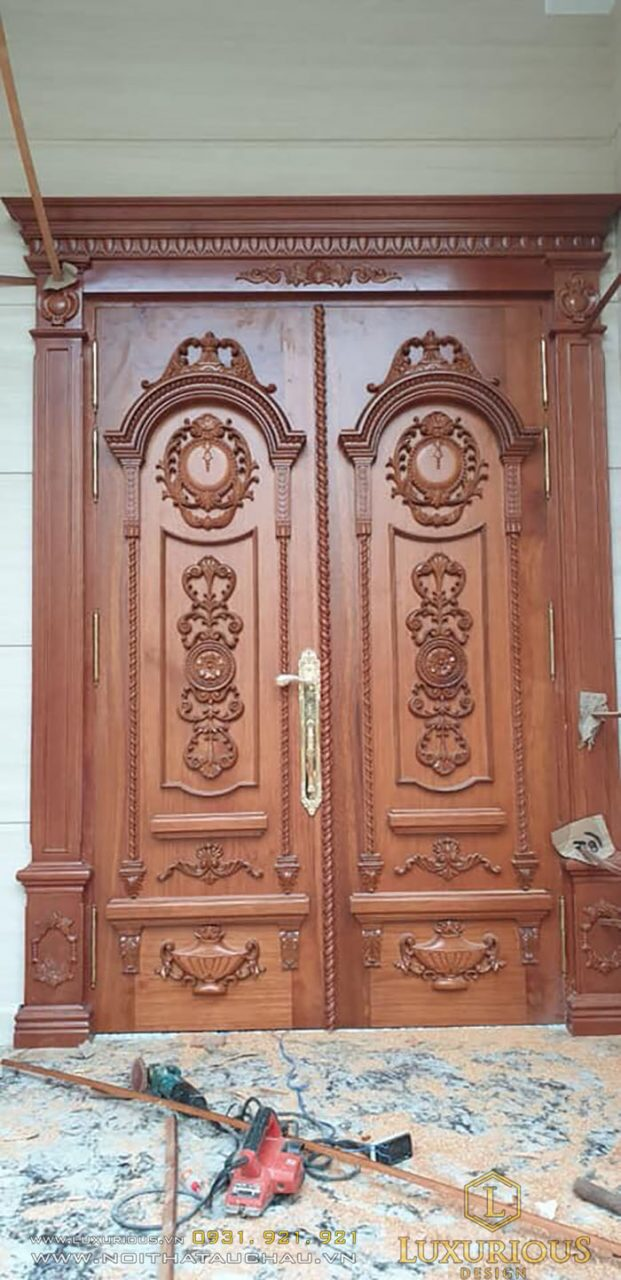 Hoàn thiện cửa gỗ tự nhiên đẹp