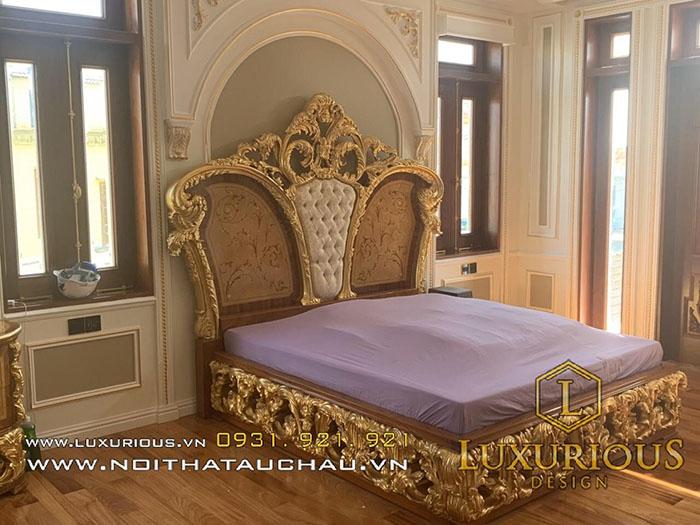 Mẫu giường ngủ gỗ tự nhiên hoàng gia cổ điển