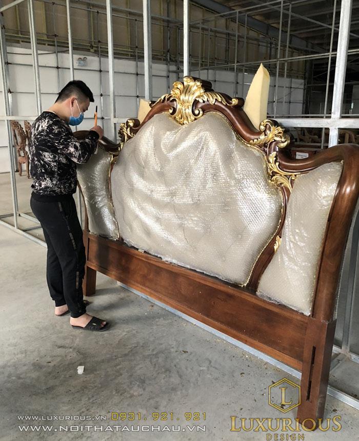 Tab đầu giường sơn mạ vàng