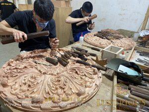 Thợ đục chạm đồ gỗ tân cổ điển sang trọng