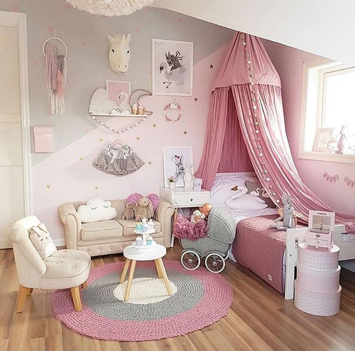 Phòng có bộ sofa mini xinh cho bé