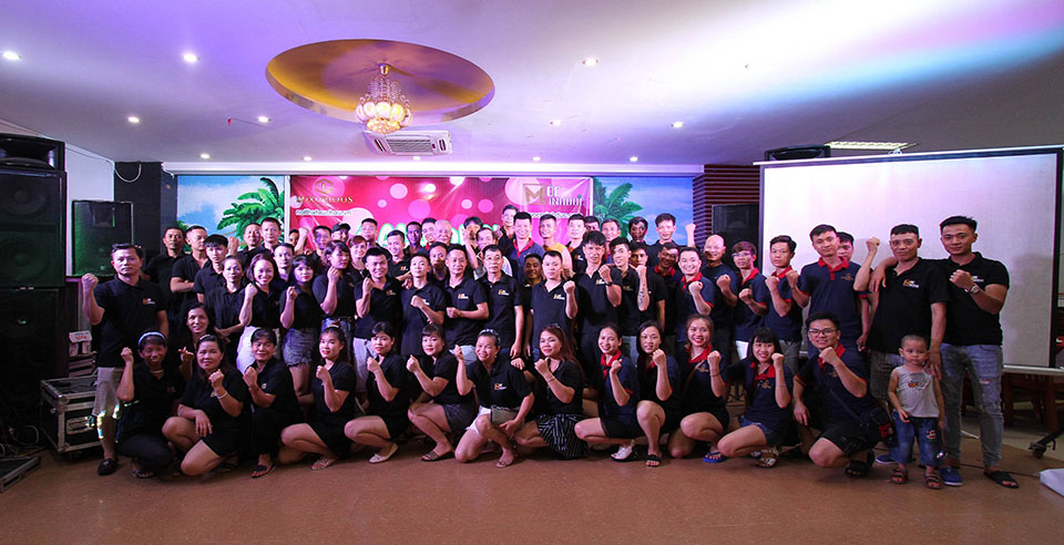 Đội ngũ nhân viên của công ty Luxurious Design