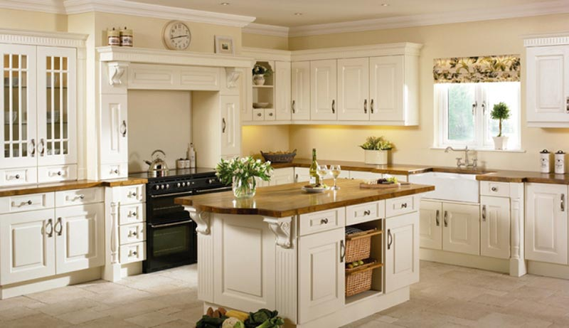 Nội thất phòng bếp hoàn toàn bằng chất liệu gỗ gõ đỏ