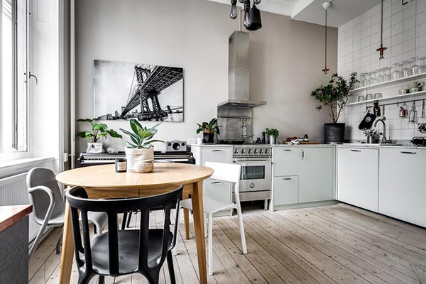 Nhà bếp thiết kế gọn gàng với tone màu trắng