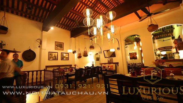 Ánh sáng tại quán cafe cổ điển