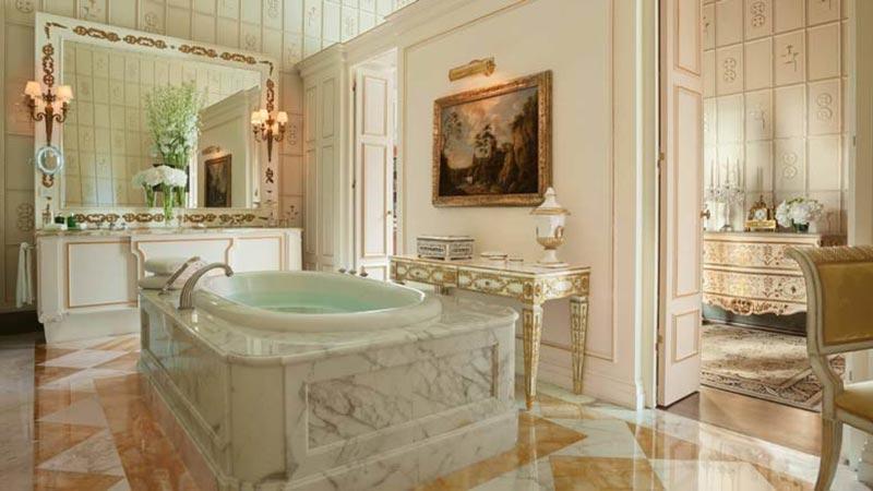 Phòng tắm cổ điển theo phòng cách Italia