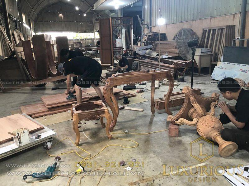 Thợ sản xuất nội thất tại xưởng
