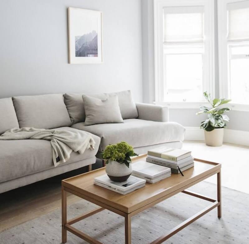 Sử dụng sofa có chiều cao và dáng thấp