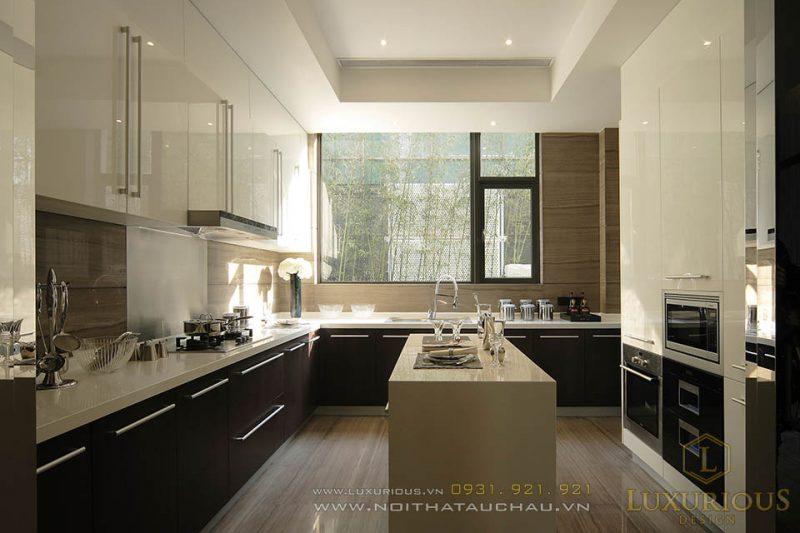 Phòng Bếp Được Xây Dựng Với Cửa Kính To Lấy Ánh Sáng Tự Nhiên
