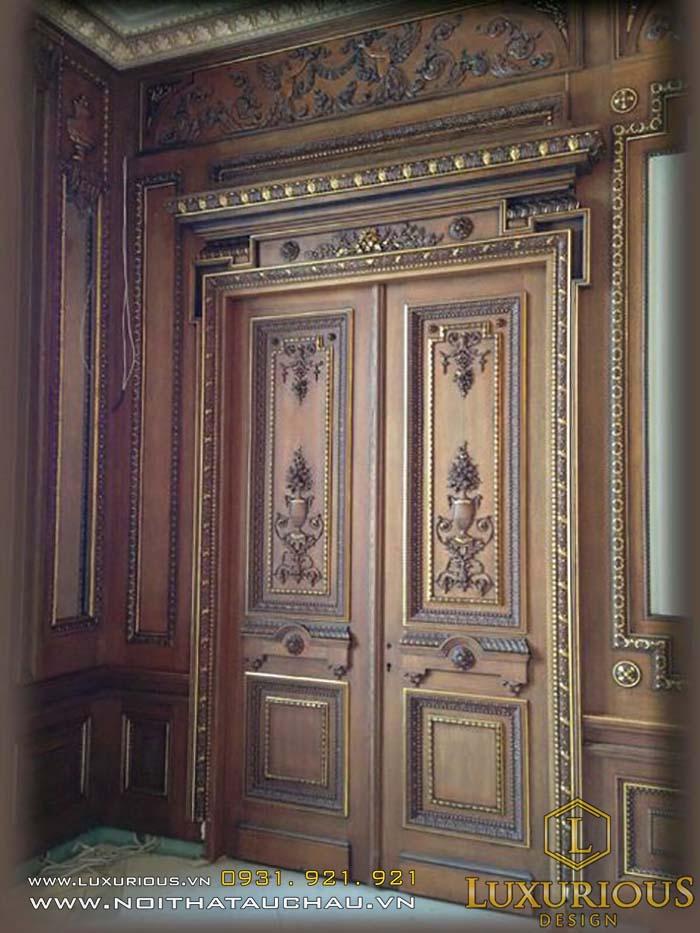 Mẫu cửa gỗ cho nhà cổ điển đẹp