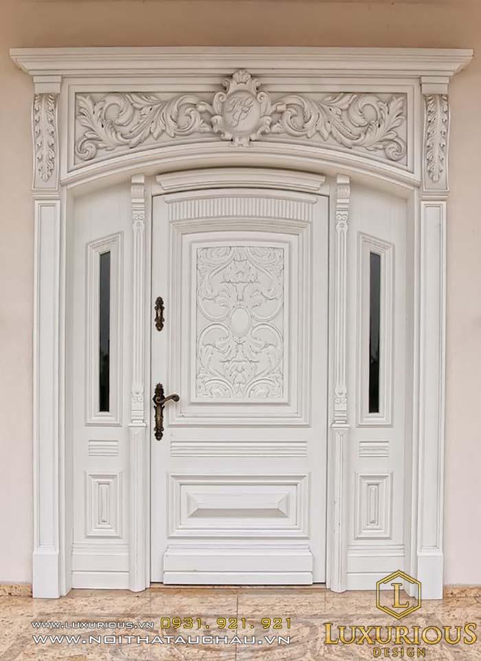 cửa gỗ cổ điển
