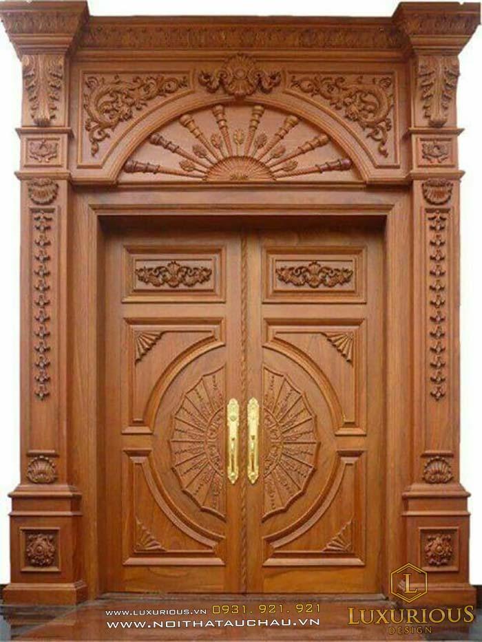 cửa cổ điển