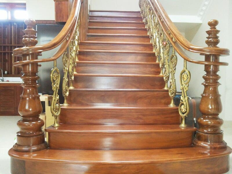 trụ cầu thang gỗ tân cổ điển