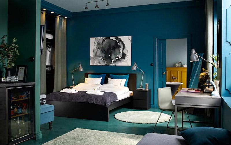 Màu xanh đậm trong thiết kế phòng ngủ